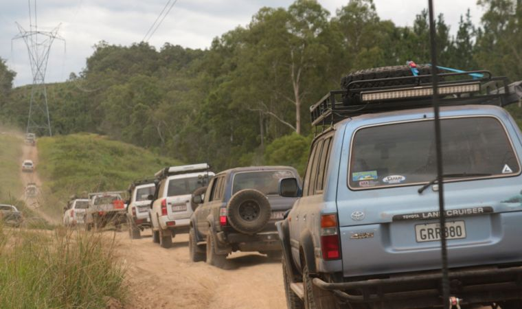 Glasshouse Mountains 4WD tracks. Convoy
