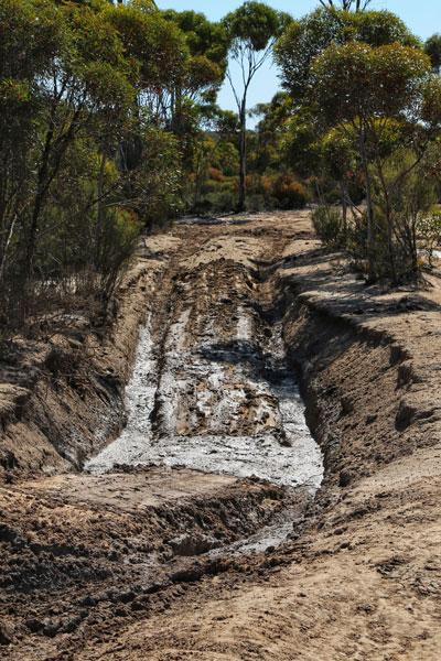 Holland Track 4WD Bog Holes Mud